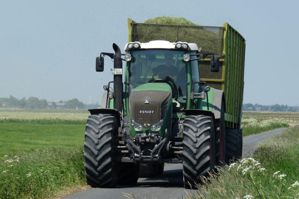 Landwirtschaftliche Arbeiten beim Eierhof Dithmarschen
